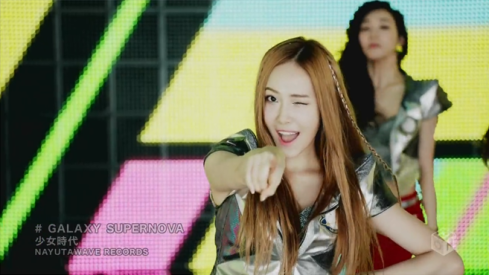 Winking and pointing - too cute! ^^